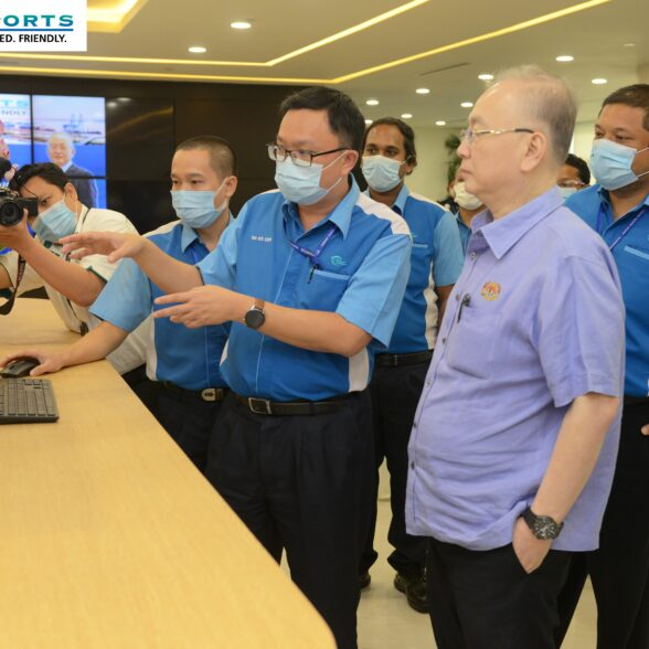 MINISTER OF TRANSPORT, YB. DATUK SERI IR. DR. WEE KA SIONG,                  VISITED WESTPORTS AND OFFICIATED                                                        WESTPORTS WORLD'S FIRST WIRELESS REMOTE P-CHECK SYSTEM